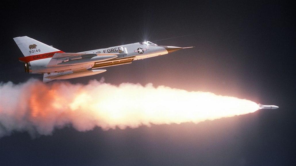 Totální ochrana. Letadla mají před raketami bránit miniaturní střely