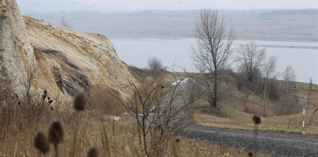 Jezero Most se otevře až příští rok, práce zbrzdily potíže s podložím