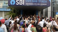 Protestující klienti State bank of India