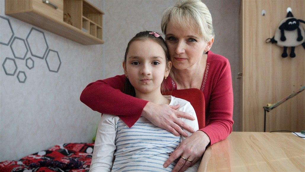 Karlička se narodila s obličejových rozštěpem. Lékaři ji defekt odstranili už...