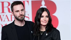Johnny McDaid a Courteney Coxová na Brit Awards (Londýn, 21. února 2018)