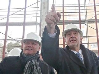 Premiér Andrej Babiš a zlínský primátor Miroslav Adámek při prohlídce...