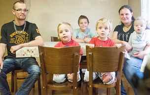 Rodina přišla o dům, synům hrozí dětský domov. Pomozme jim