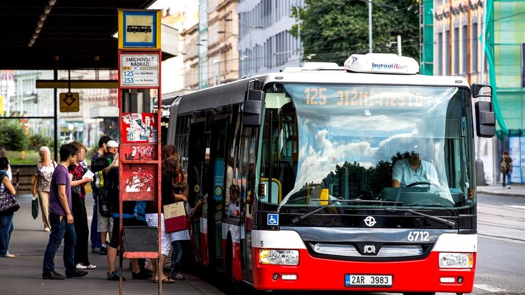 Tramvajová zastávka Anděl na týden zavře, začne i výluka na lince metra C
