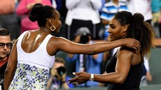 Venus a Serena (vpravo) Williamsovy na turnaji v Indian Wells.