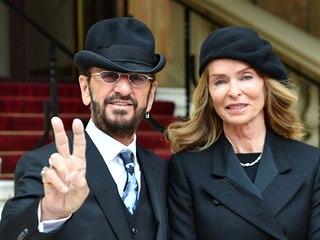 Ringo Starr, jehož občanské jméno je Richard Starkey, a jeho manželka Barbara...