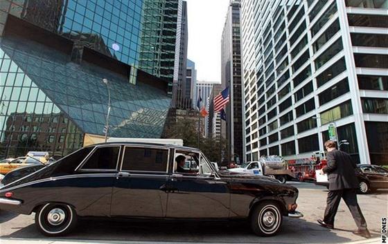 Wall Street - Finanční centrum na Wall Street je i přehlídkou luxusních vozů.