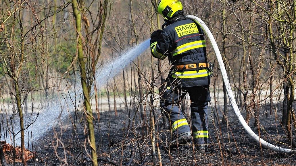 Dobrovolný hasič zakládal požáry, aby oslnil kolegy a novou přítelkyni
