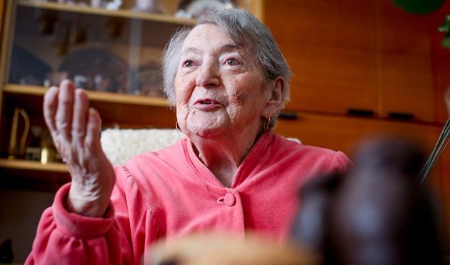 Hana Tvrská se narodila 24. dubna 1928 v Protivíně na Písecku. Byla poslední žijící pamětnicí transportu Akb, který vyjel 18. dubna roku 1942 z Českých Budějovic do Terezína.