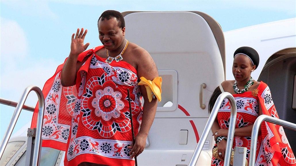 Svazijský král Mswati III. a jeho žena (13. srpna 2012)