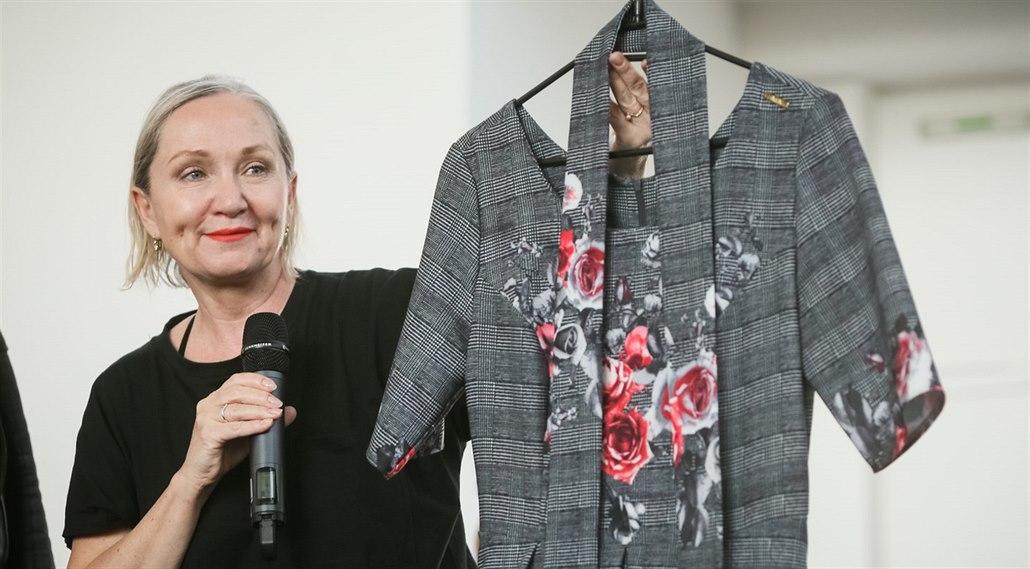 Oblečení na Jarmark pošle do aukce Basiková fc30b288b0