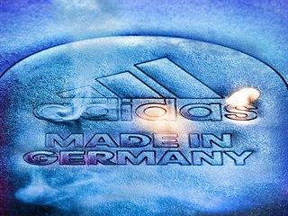 Výroba sportovní obuvi Adidas ve Speedfactory probíhá pomocí zcela...