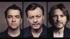 Velšská kapela Manic Street Preachers: Sean Moore, James Dean Bradfield a Nicky...