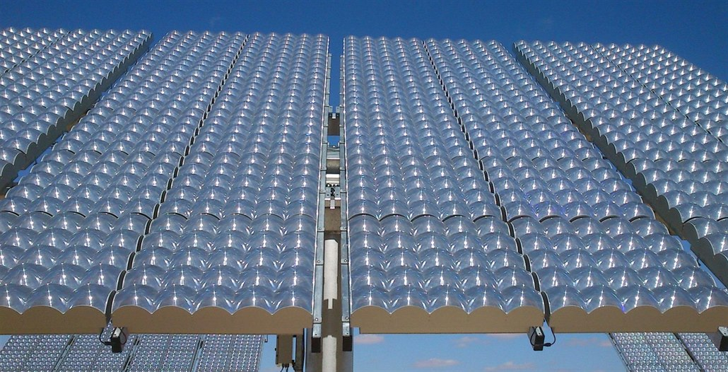 Sněmovna kývla na senátní verzi, zvedla podporu solárním elektrárnám