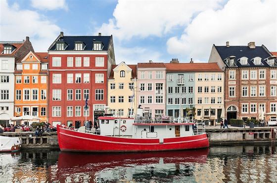 Přístav Nyhavn, původně rušný komerční přístav v malebném prostředí centra...