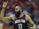 James Harden z Houstonu oslavuje trefu proti Golden State.