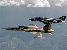 F-5E Tiger a F-4S Phantom