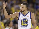Stephen Curry z Golden State hecuje fanoušky.