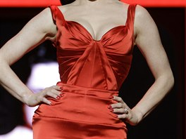 Striptérka Dita von Teese - Přehlídka The Heart Truth's Red Dress