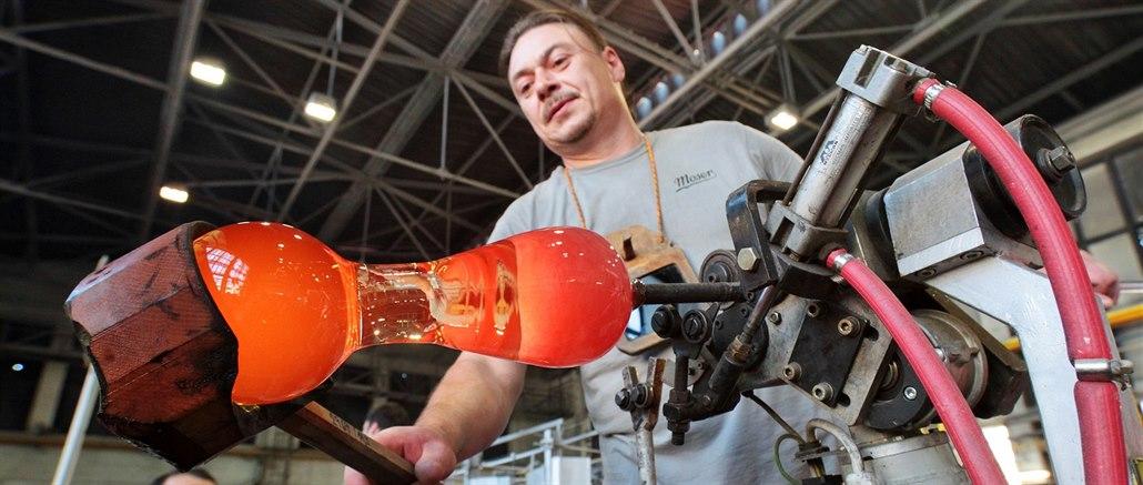 V karlovarské sklárně Moser se v pondělí znovu rozjede výroba