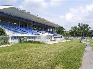Pardubický letní stadion patří mezi ostudy Pardubic.
