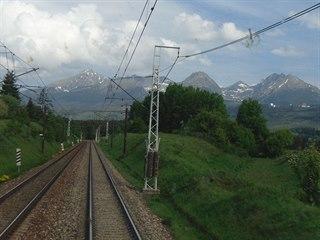 Výhled z lokomotivy Siemens Vectron společnosti Regiojet v čele vlaku RJ 1012...