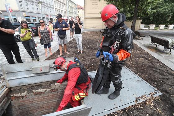 Hasič pátrali po utonulém hledači geocachingu v podzemní části Motolského...