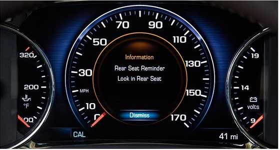 Upozornění na displeji palubního počítače - zkontrolujte si zadní sedadla.