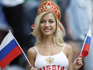 Ruská fanynka před startem fotbalového mistrovství světa.
