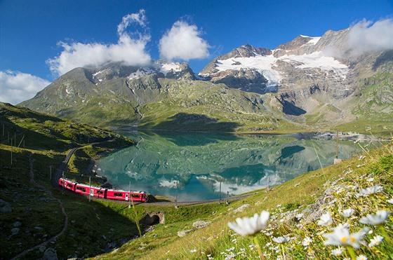 Zastávka číslo 5: Vlak Rhätské dráhy v průsmyku Bernina