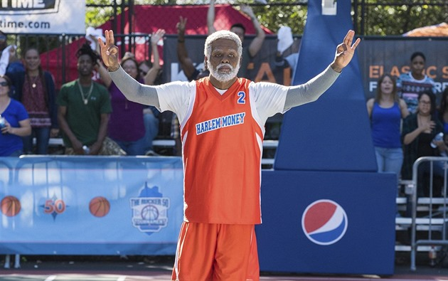 Kyrie Irving jako Uncle Drew