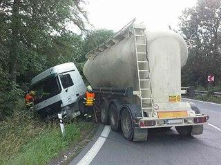 Nehoda nákladního auta u Podhořan u Ronova na Chrudimsku. (19.6.2018)