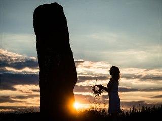 Letní slunovrat - nejkratší noc roku u menhiru Kamenný pastýř u obce Klobuky na...