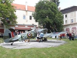 Muzeum letců RAF sídlí na zámku v Polici na Třebíčsku. V jeho zahradě nalezla...