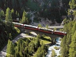 Zastávka číslo 2: vlak v albulském údolí mezi stanicemi Bergün a Preda