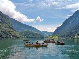 Zastávka číslo 9: rybáři na jezeře Poschiavo v Le Prese loví divoké pstruhy.