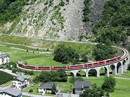 Zastávka číslo 10: Brusio a zdejší kruhový viadukt jsou šlágrem RhB.