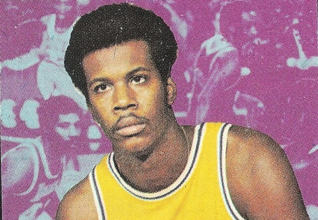 Kermit Washington z LA Lakers na basketbalové kartičce ze 70. let