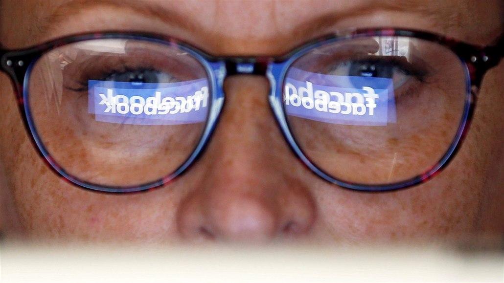 Facebook si údajně objednal nenávistné články, měl tak odvádět pozornost
