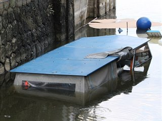 V plavební komoře v Nedakonicích u Uherského Hradiště se potopila malá výletní...