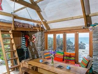Útulný domek s vlastní soukromou pláží stojí v anglickém Devonu. Chatu, která...