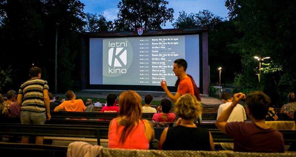 Letní kino za 50 korun? Zbytečně socialistický nápad, zlobí se opozice
