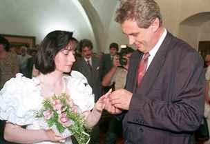Život první dámy Zemanové: otec v uranovém lágru, její dceři hrozil únos