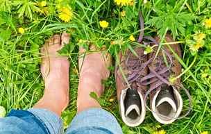 Chození naboso je nový trend. Není však pro každého