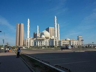 Mešita v ranním slunci. Astana, Kazachstán
