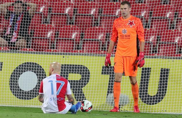 2eb3f8d36bd Slávisté Ondřej Kolář (vpravo) a Miroslav Stoch nedokázali zabránit ...