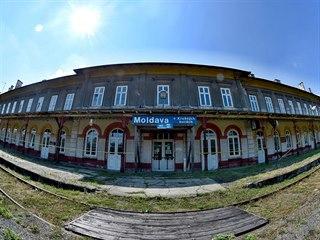 Současný pohled na nádražní budovu na Moldavě.