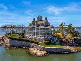 Dům na soukromém ostrově v Branfordu v americkém Connecticutu je na prodej v...