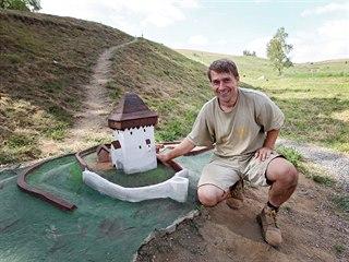Do konce září, nejpozději v říjnu by autor parku miniatur v Bystřici nad...