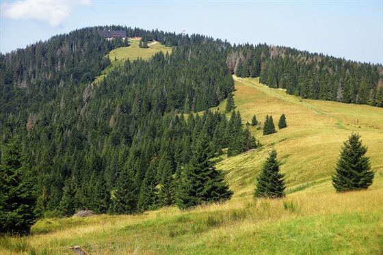 Pohoří Gorce již dýchá dalekým východem. Pohled na vrchol Turbacz a...